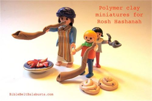 Playmobil Rosh Hashanah: clay Yemenite kudu shofar,  ram shofar, round raisin challah, apple slices