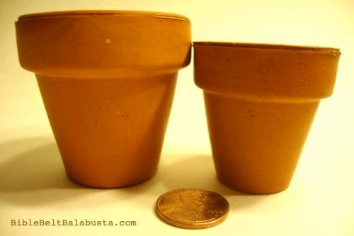 Two sizes of mini terracotta pots. Instant portion-control.