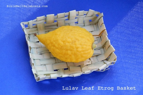 Lulav leaf basket for the Etrog